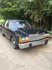 1985 Ford Crown Victoria LTD Sedan