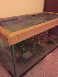 Approx. 50 gallon tank with mesh lid and accessories !