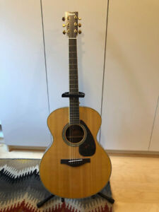 Mint Yamaha LJ6 Acoustic Guitar. Solid Spruce Top; Carry Case.