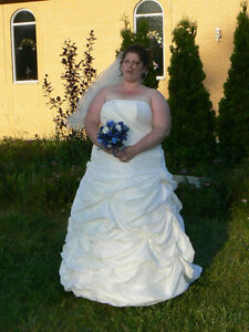 plus size wedding dress 18-22