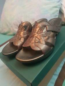 BNIB Clark's Womens Sandals Pewter Leather shoes US 9 UK7 EU41