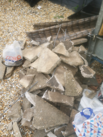 Free rubble and broken paving slabs