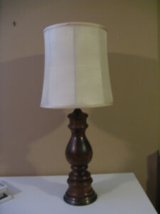 LAMPE SUR TABLE - BASE EN BOIS
