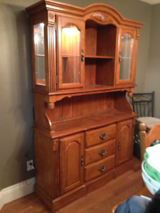 solid oak buffet and hutch in exc cond