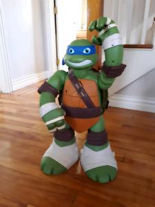 Teenage Mutant Ninja Turtles 2 foot tall figure playset