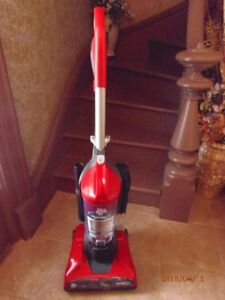 Light weight upright  vacuum