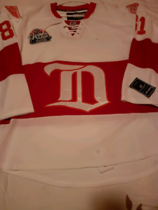 DETROIT RED WING JERSEY SIZE 52