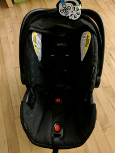 Britax B Safe 35 infant car seat + base  (2017-2023)