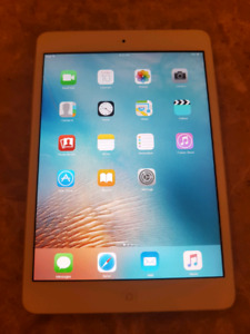 16gb Ipad Mini with Blutooth Keyboard case and stand
