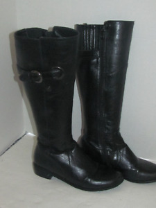 BLACK LEATHER TALL BOOTS SIZE 39