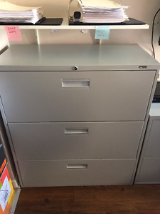 Lateral File Cabinet, 3-Drawer, Grey *Very good condition*