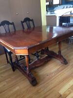 Table antique en bois massif