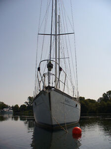 Reliance 44 Cutter Ketch locate in Picton, On (Ontario Lake)