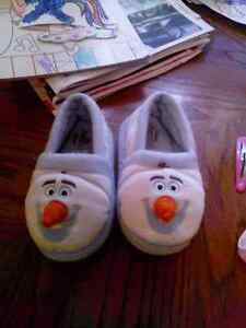 Toddler 9-10 olaf slippers
