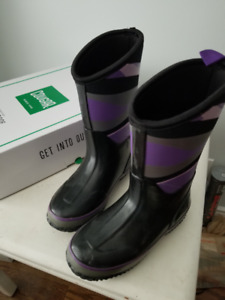 Brand new COUGAR girls boots