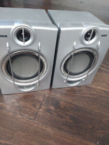 TWO 80W RCA Bookshelf Speakers 5 inch woofers Good Condition