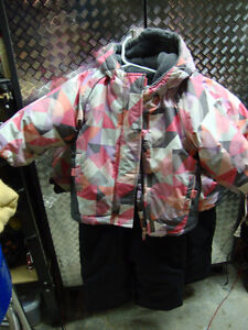 Snow suit with hat size 2T SOM