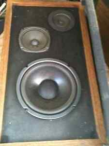 DENON am/fm Receiver .. Vintage Speakers &Turntable included London Ontario image 2