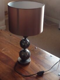 Table lamp with silver crackle effect base