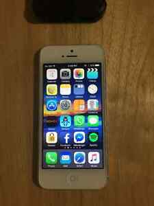 Brand New Iphone 5 64 GB with Case