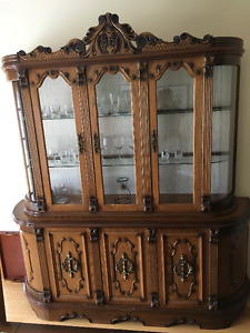 Beautiful solid oak hutch and buffet - mint condition