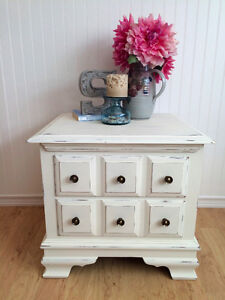 Beautiful Chabby-Chic End Table