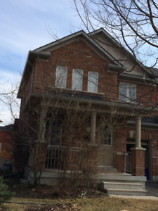 Semi-Detached for Lease in Aurora