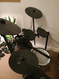 Electronic drum kit Roland TD-17KL + Pearl bass drums pedal and stool