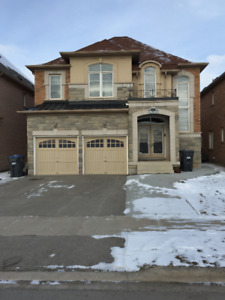 Spacious Detached house for rent / lease in Brampton