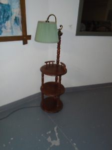 FLOOR LIGHT WITH TABLE