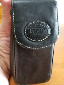 ROOTS Genuine Leather Camera Case
