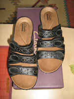 CLARKS LEISA CACTI Q WOMENS LEATHER SANDALS 7 1/2 (7 US)