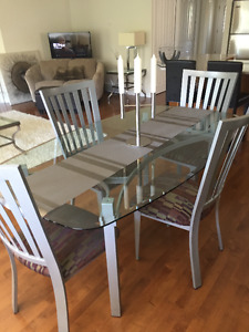 Modern Amisco dining table and chairs