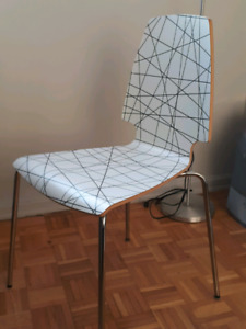 Free desk with chair