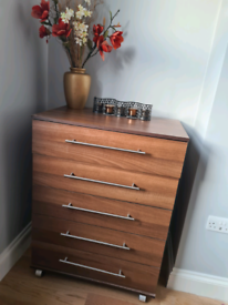 Chest of drawer 5 drawers