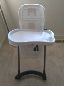 buy or sell feeding high chairs in calgary baby items kijiji classifieds page 10. Black Bedroom Furniture Sets. Home Design Ideas