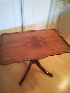 Table antique brune