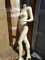 Mannequins grandeur nature et boules disco à donner / Models