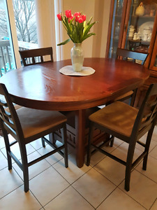 Dining table with leaf and four chairs