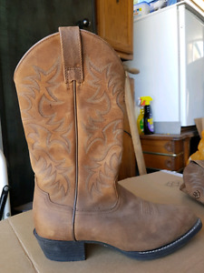 New  Ariat Western Cowboy Boots.