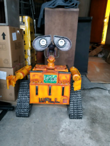 Lifesize WALL-E Handcrafted from Scrap Metal