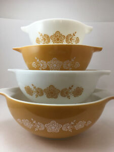 Vintage Pyrex and Glassware AUCTION