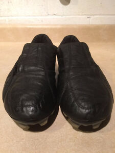 Women's Puma Outdoor Soccer Cleats Size 7.5 London Ontario image 2