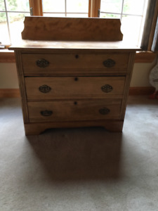 Rustic 3- drawer hardwood dresser