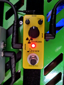 """Donner """"Yellow Fall"""" Analog Delay Pedal"""