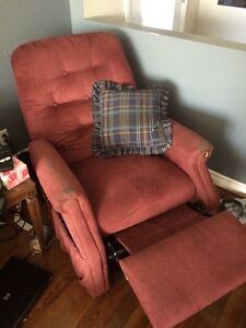 Remote controlled recliner - Great condition! Kawartha Lakes Peterborough Area image 1