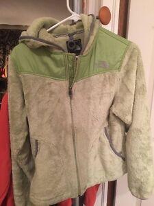 Ladies small North face fleece jackets $20 Windsor Region Ontario image 3