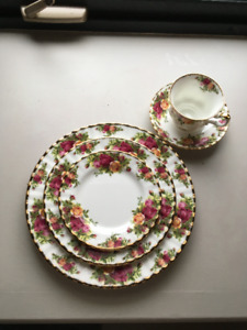 "Set de vaisselle 12 couverts Royal Albert ""Old Roses Country"