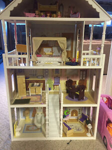 Costco Barbie House WITH Barbies, Barbie Cars, Clothes ect.....