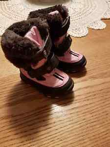 Snow and winter boots Size 5
